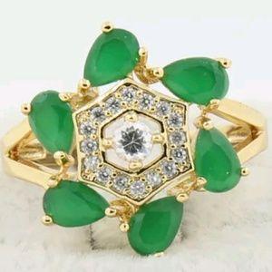 Jewelry - Beautiful emerald and white topaz ring